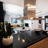 kitchen-black-top-with-pots
