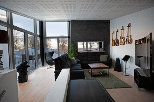 Interior-of-modern-apartment-with-windows.jpg