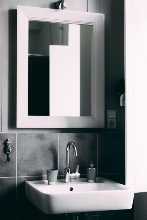 Mirror-on-Wall-with-balck-and-white-vanity-top.jpg