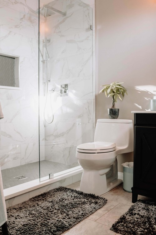 white-toilet-sheet-with-transparent-mirror-and-white-wall.jpg