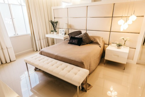modern-interior-idea-white-nightstand-and-tufted-white-fabric-bench-beside-bed-inside-bedroom-photo.jpg
