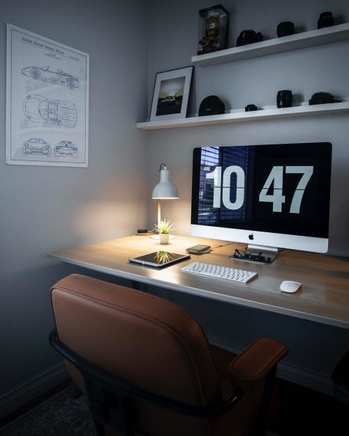 silver-iMac-displaying-10-47-and-magic-mouse--tab-and-keyboard-on-wooden-desk-and-wooden-surface-home-office.jpg